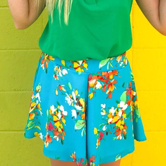 Adrienne Pants - ADRIENNE FLORAL FLOWY SHORTS
